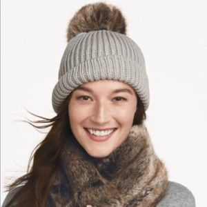 Stella and dot beanie with two changeable poms
